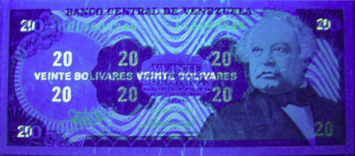 Piece bbcv20bs-fb01-e8 (Obverse, under ultraviolet light)